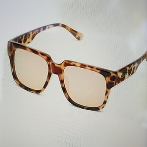 NEW! QUAY on the prowl tort sunnies